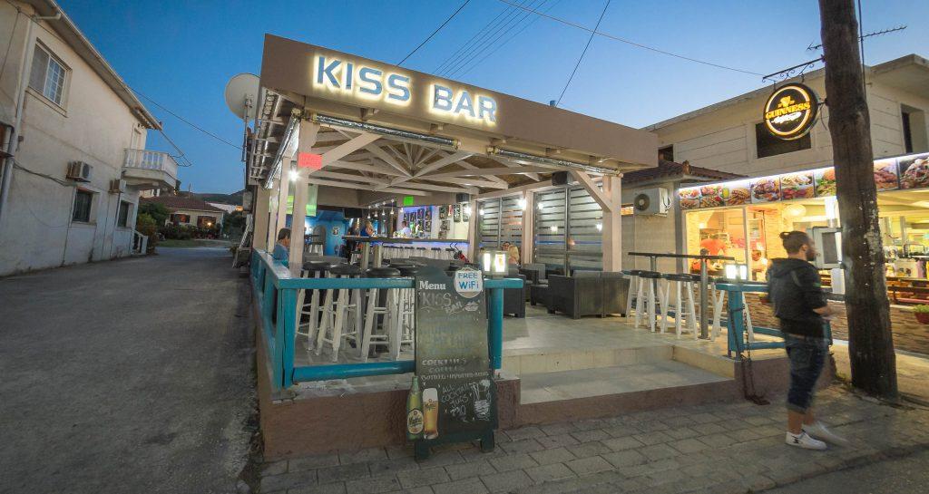 Kiss Bar