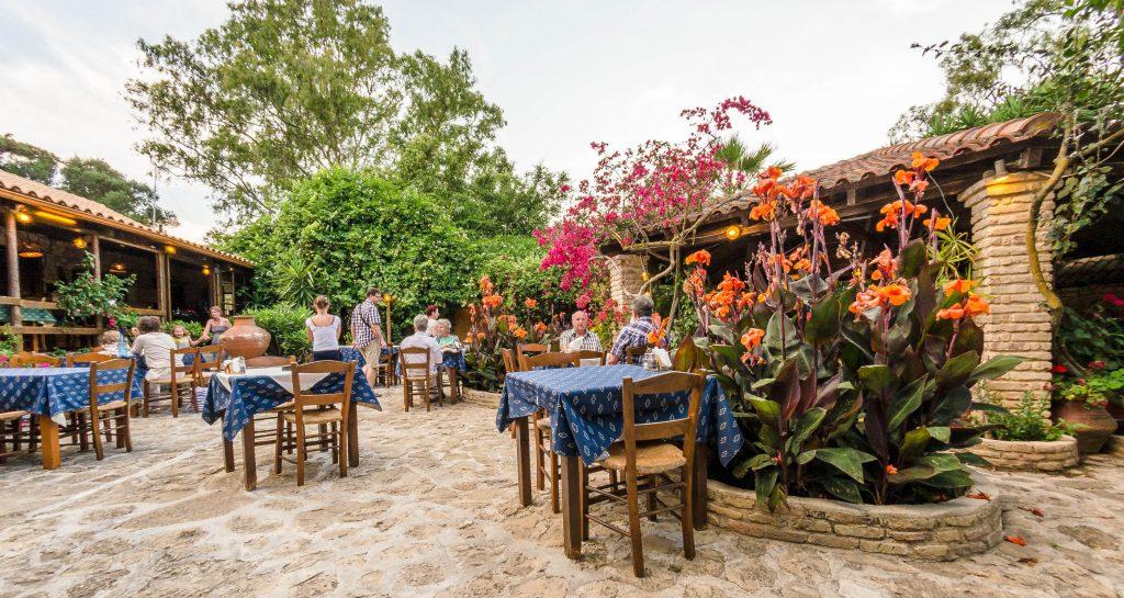 O aderfos tou Kosta Tavern