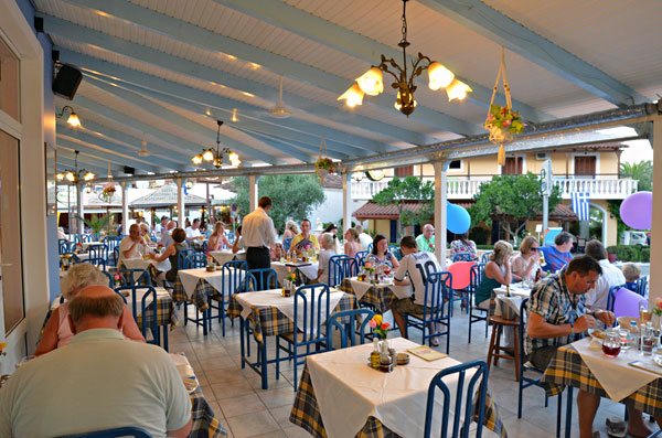 Family restaurant tsilivi zakynthos zante for Family diner